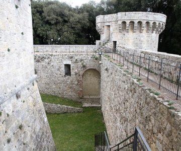 22 Trekking sentiero acque e visita al castello 1